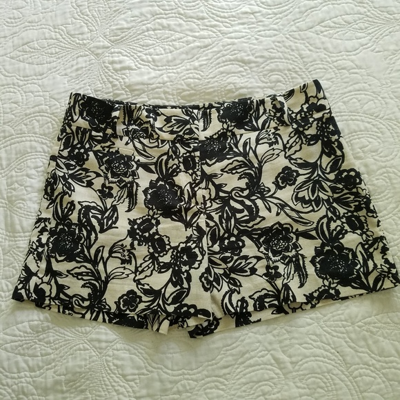 LOFT Pants - Ann Taylor Loft black and white floral print Short